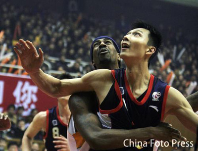 Roundup: Yi Jianlian Leads Guangdong to the CBA Finals